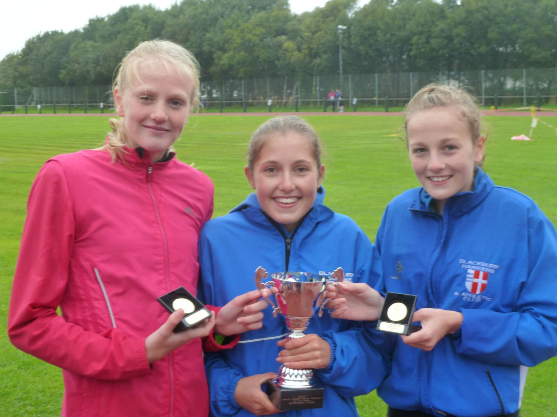 North West Road Relays and 5 Team Gold Medals for Harriers Teams