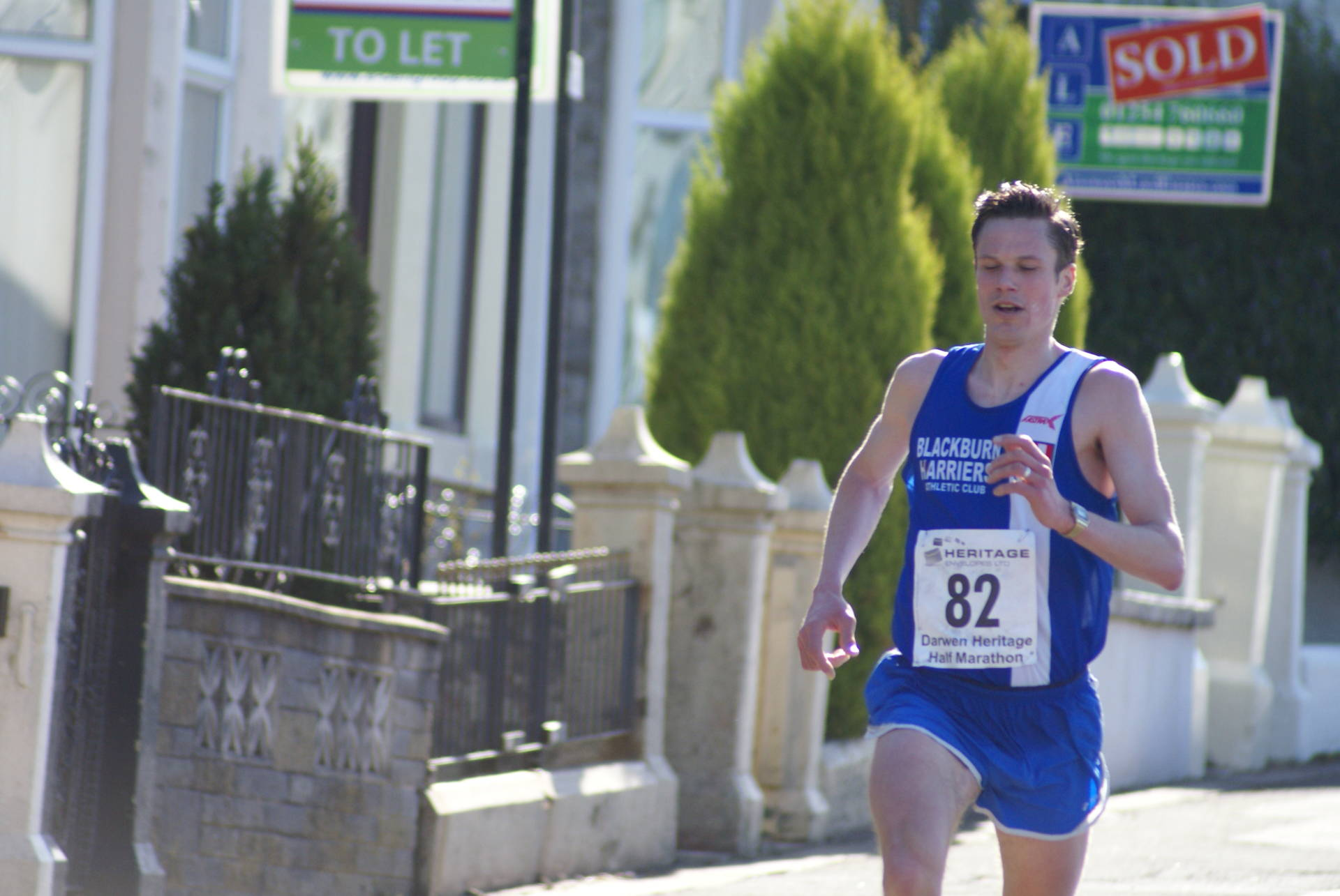 Ben breaks Darwen Half Race Record – Harriers Men win the Darwen Half Team – Harriers Women win Lancs Fell Champs + Wins for Eleesha, Dexta and Felix