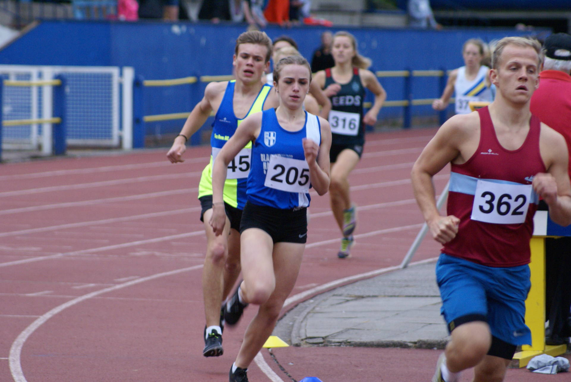 Night of PB's for Harriers at Trafford – Ben takes 2nd place in Potteries 'Arf – New 200m PB for Ross at Northern Championships – Weets Fell Race – Carmen 2nd in Rochdale 3 Day Event & Joanne Wins Knowl Hill Fell Race – Top 6 for Ben & 2nd Woman for Victoria at Catforth 10k