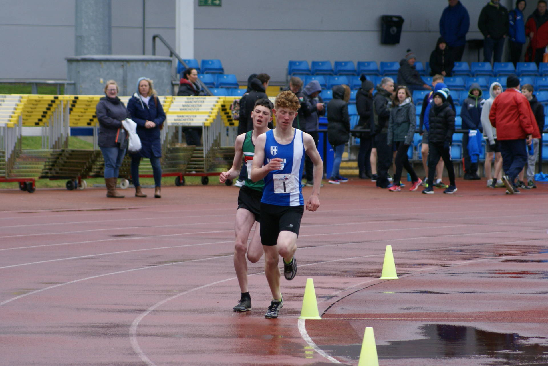 Solid start for Harriers in Premier Division UKYDL – London Marathon & Matt Captains North West Boys Team – Three Peaks – Mid Cheshire 5k – AoC Cross Country Championships at Woollaton Park – Blackpool Aquathon